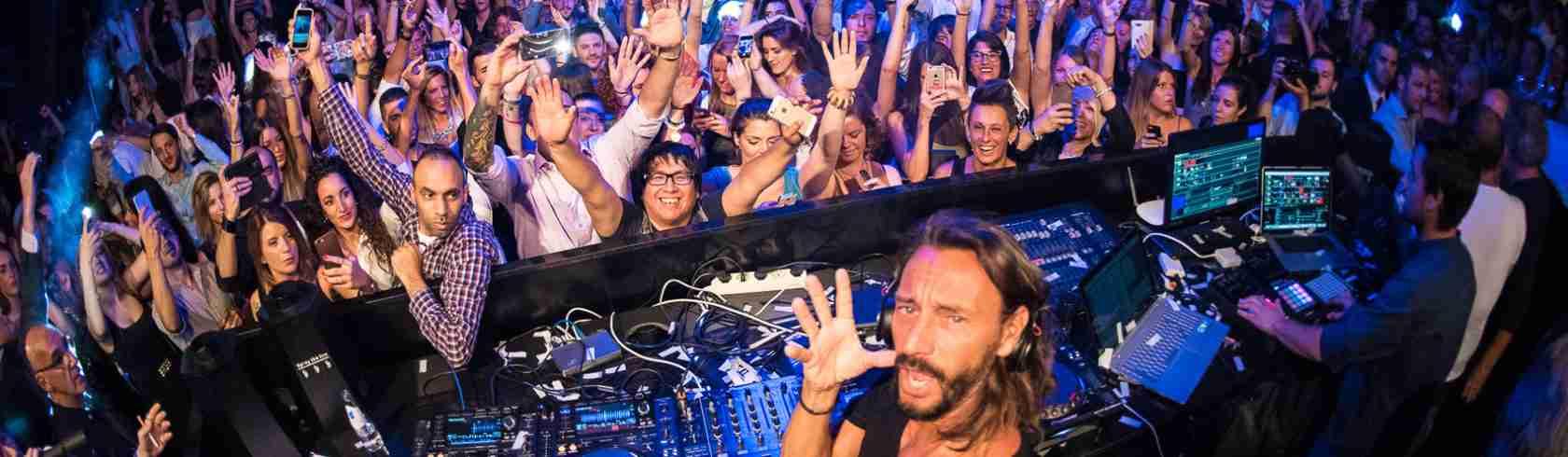 La Discoteca Sesto Senso è una delle destinazioni preferite dalle escorty Desenzano dove fare incontri con persone facoltose.. Magica Escort.