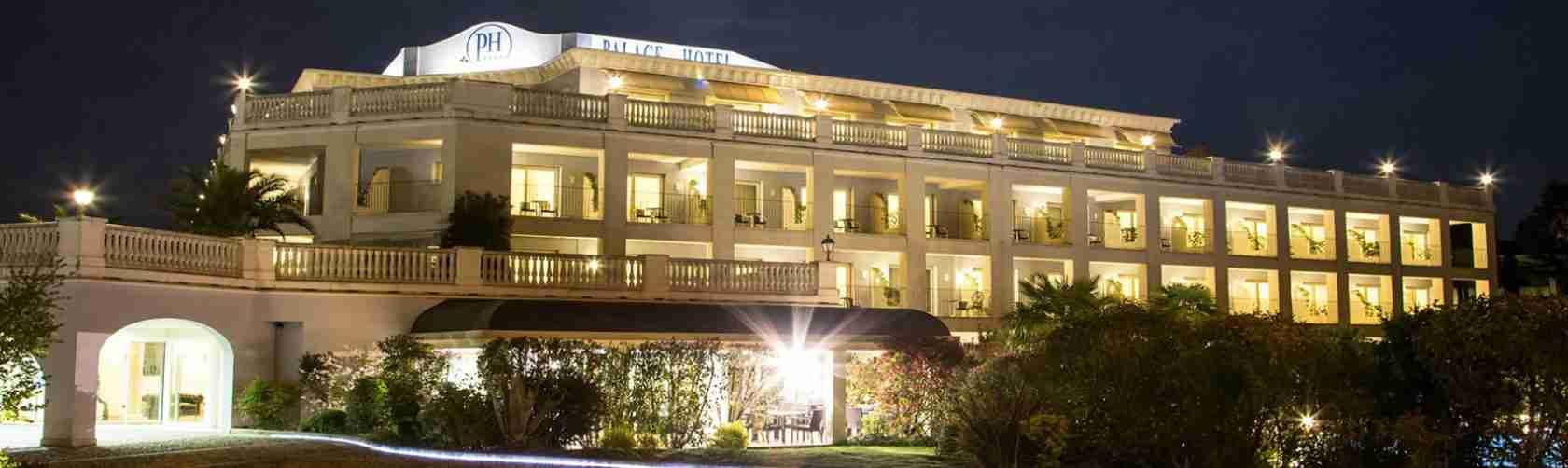 Le escort Desenzano sognano di trascorrere con te una nottata di passione in uno dei bellissimi alberghi di lusso presenti sul Lago di Garda. Magica Escort.