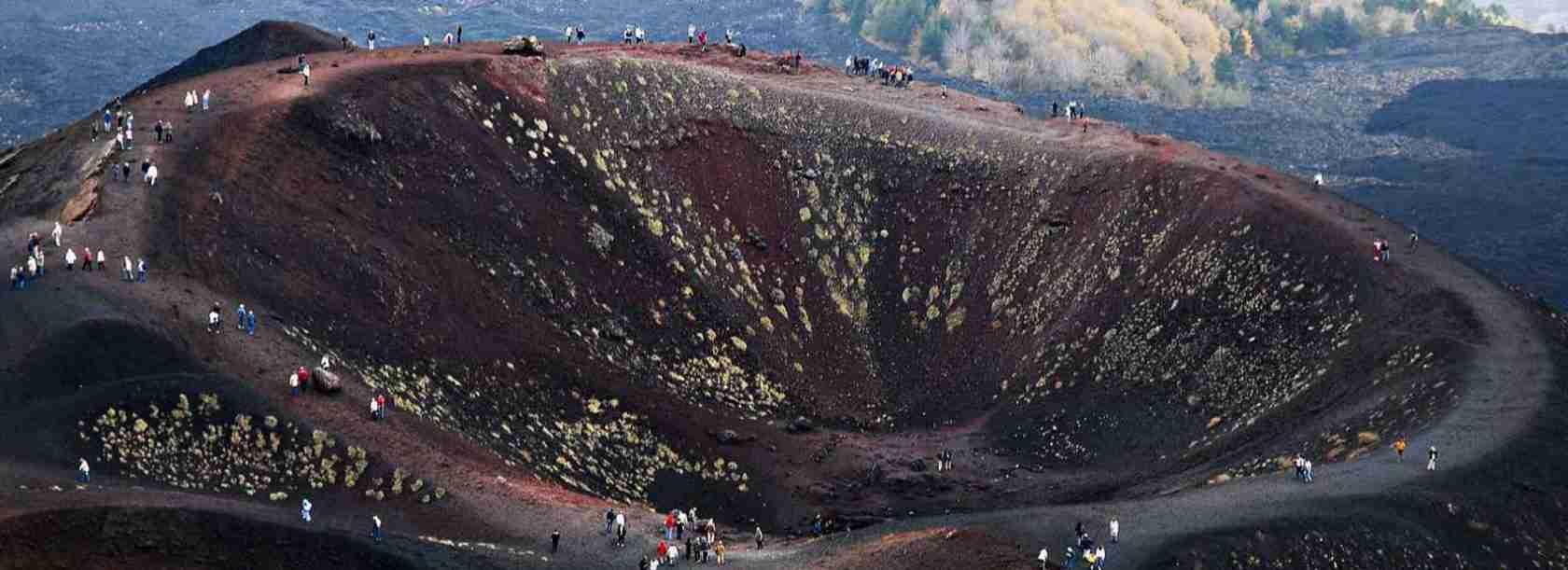 Le escort Catania sono disponibili per i tuoi incontri alle pendici dell'Etna, il vulcano simbolo della città.
