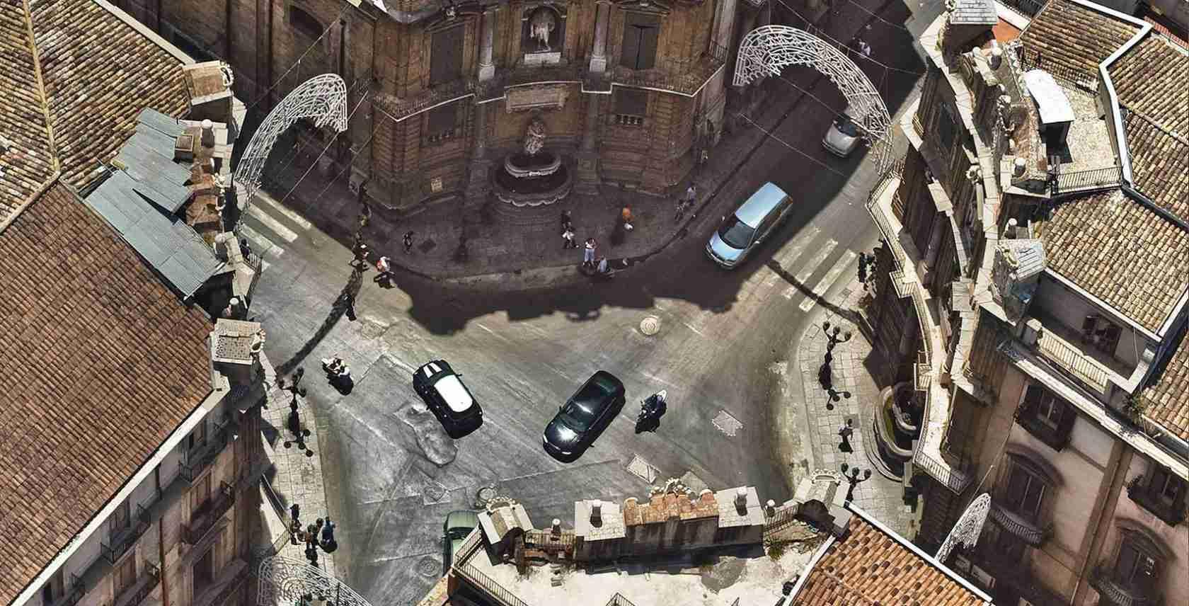Le escort Palermo adorano l'atmosfera che si respira nei Quattro Canti di Palermo, il centro storico della città siciliana. Magica Escort