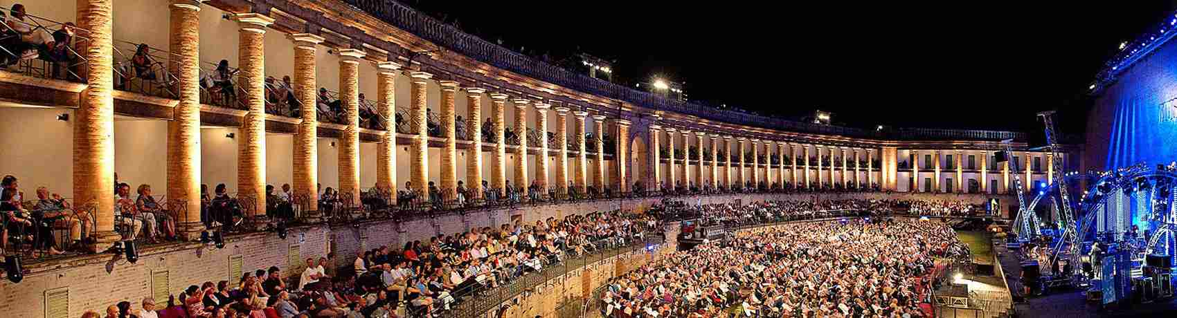 Il meraviglioso Sferisterio di Macerata. Location perfetta per una serata indimenticabile con una escort Macerata.