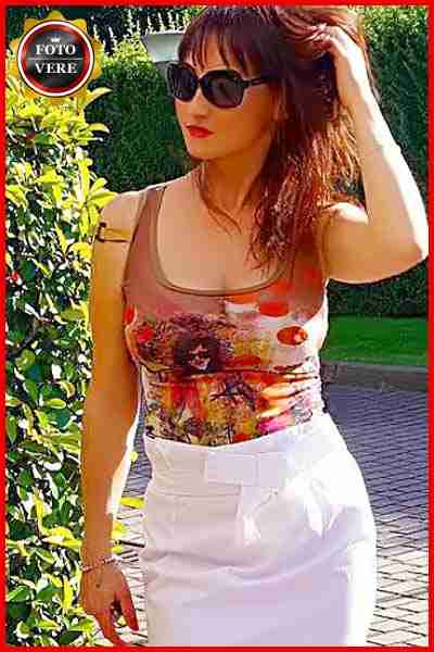 Lady M top escort Milano elegante e sensuale nella foto di anteprima. Magica Escort