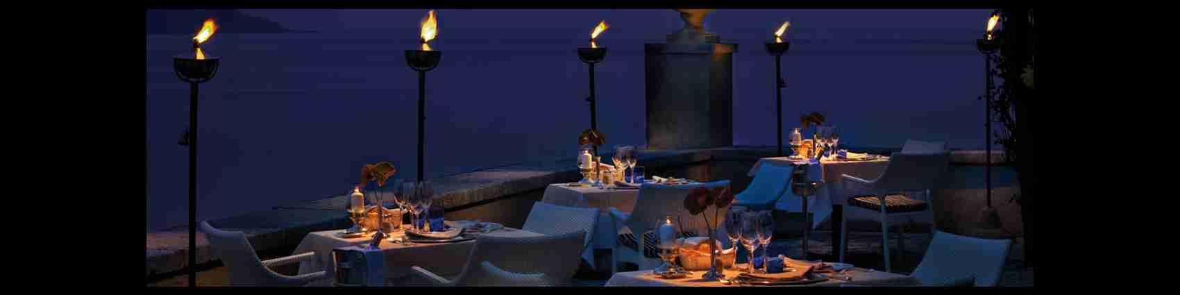 I ristoranti di Brescia o sul Lago di Garda sono il luogo perfetto per una cena romantica a lume di candela. Magica Escort