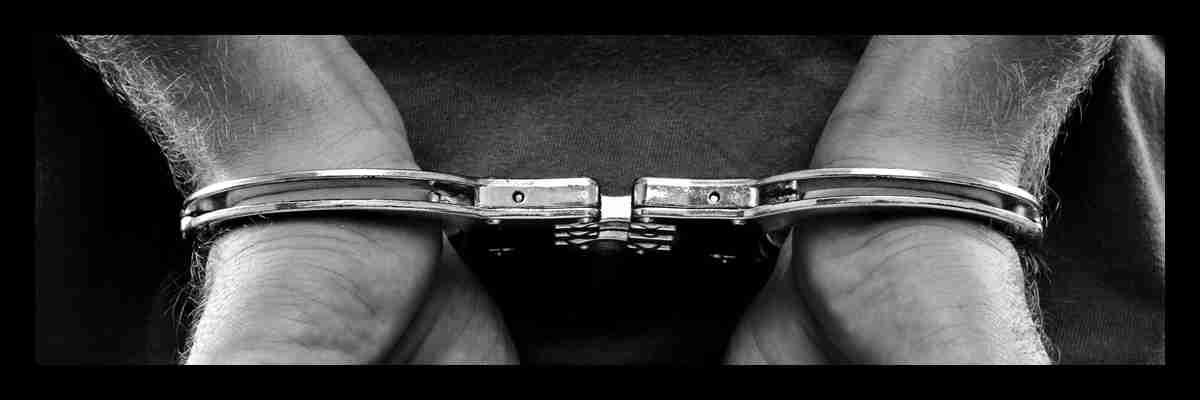 Sedotta dalle mani di un uomo maturo. Magica Escort